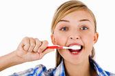 Jeune fille la brosse ses dents — Photo