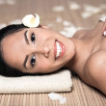 Bautiful smiling woman lying down — Stock Photo #2120257