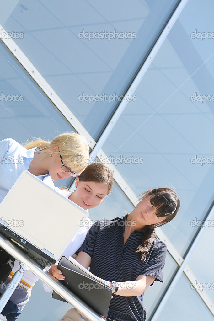 Businesswoman consulting a partnes. business pictures — Stock Photo #1094520