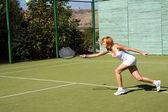 Girl plays tennis — Stock Photo