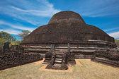 Ancient Buddhist dagoba (stupe) Pabula V — Stock Photo