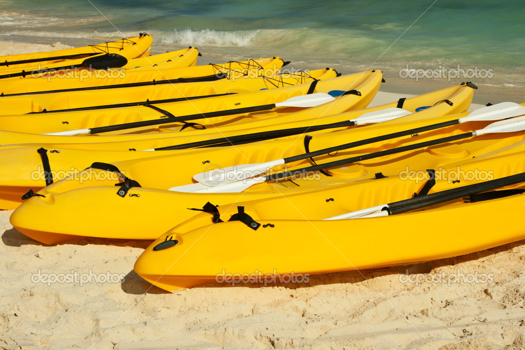 Kayaks on the beach sand — Stock Photo #1084808