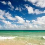 Beautiful beach and sea — Stock Photo
