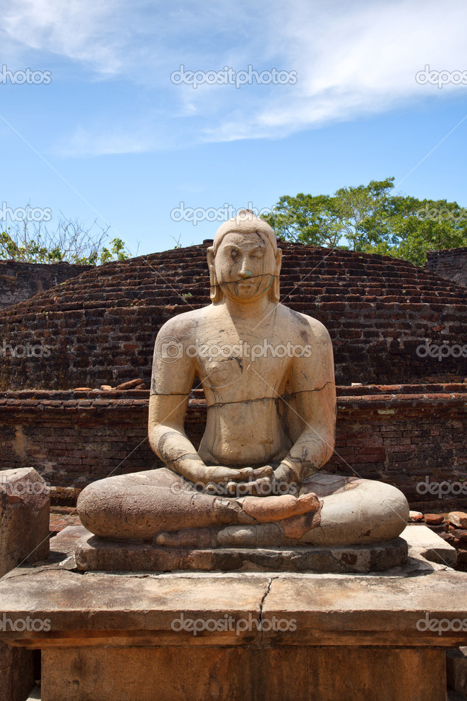Ancient sitting Buddha image in votadage. Pollonaruwa, Sri Lanka — Stock Photo #1092654