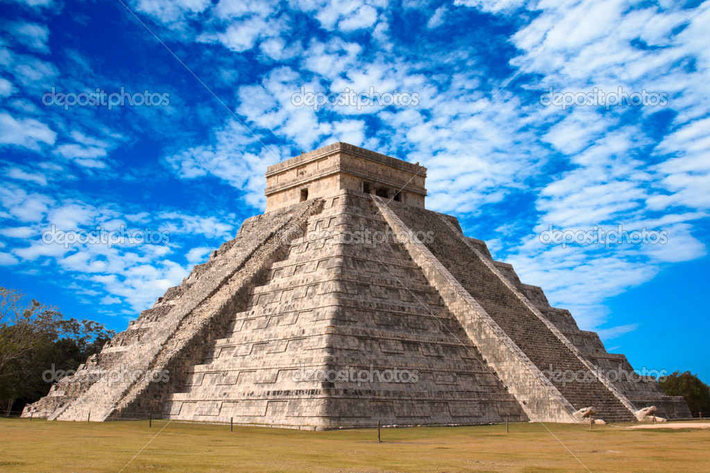 Anicent mayan pyramid in Chichen-Itza, Mexico  Stock Photo #1095343