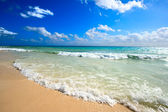 Beautiful beach and sea — Stock Photo