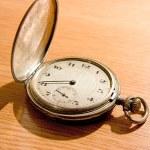 primo piano del vecchio orologio su backgr vintage — Foto Stock