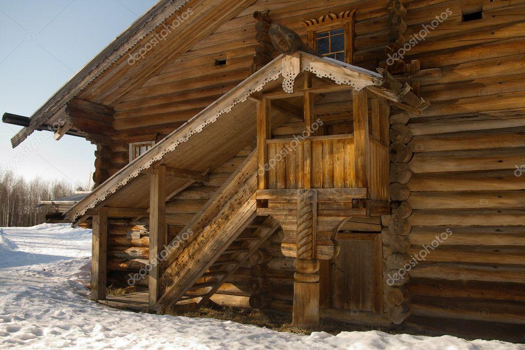 P rtico del edificio de madera r stico foto de stock for Portico rustico