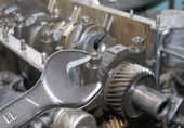 Car engine and spanner. Focus on spanner — Foto Stock