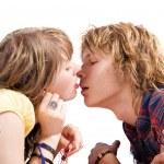 キス若い美しさカップルの肖像画 — ストック写真
