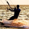 Silhouette of a kitesurfer on a waves — Stock fotografie