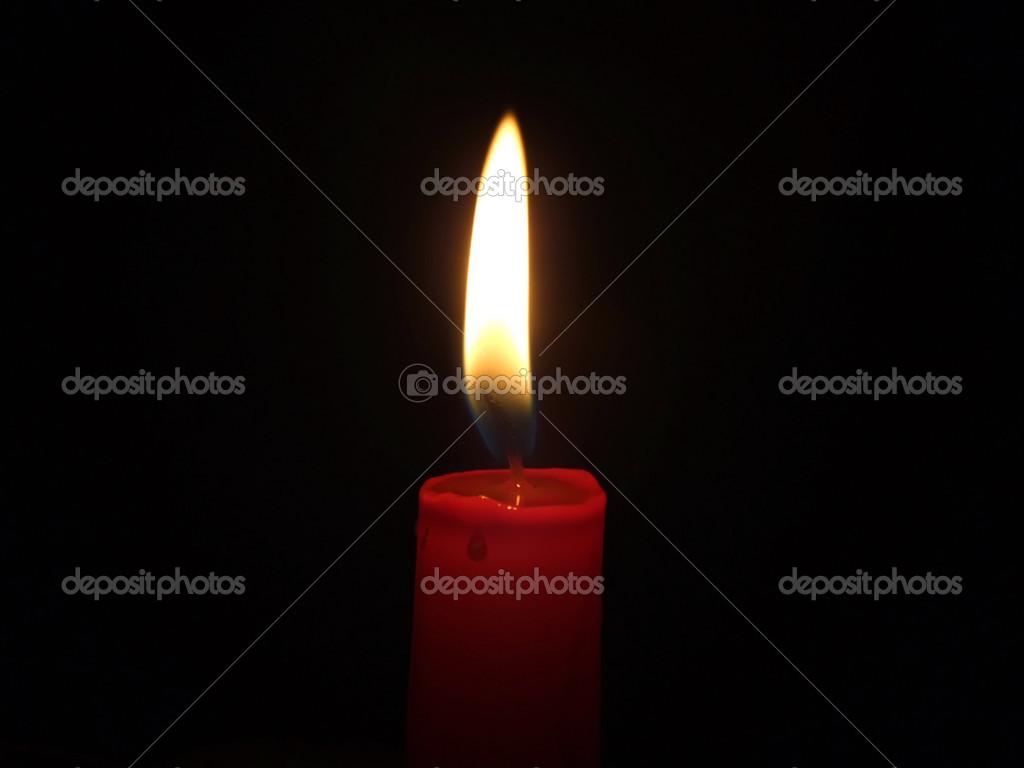The red candle burning in full darkness — Foto de Stock   #1104205