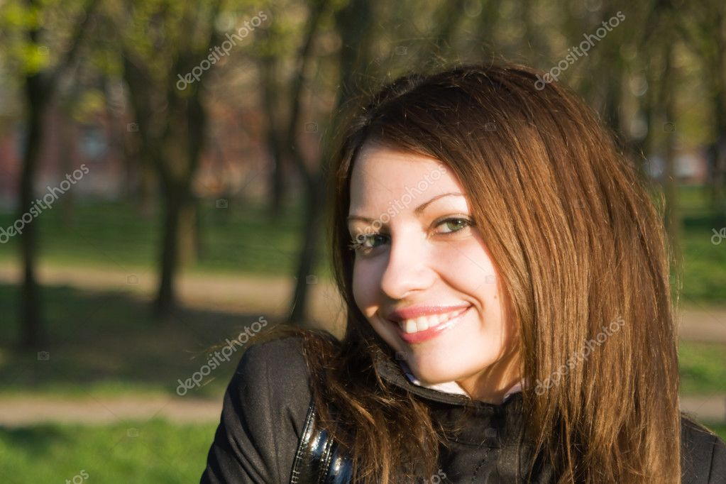 Portrait of the nice girl outdoor 2 — Stock Photo #1105078