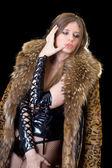 Ung dam i latex kostym och en päls — Stockfoto