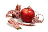 Jabłko i centymetr. — Zdjęcie stockowe