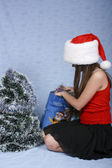 Girl in the Christmas cap with purchases — Foto de Stock