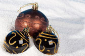 Christmas bauble on to snow. — Stock Photo