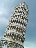 Leaning tower of Pisa over sky — Stock Photo