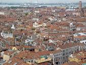 Venedik çatı ve deniz limanı üstten görünüm. — Stok fotoğraf