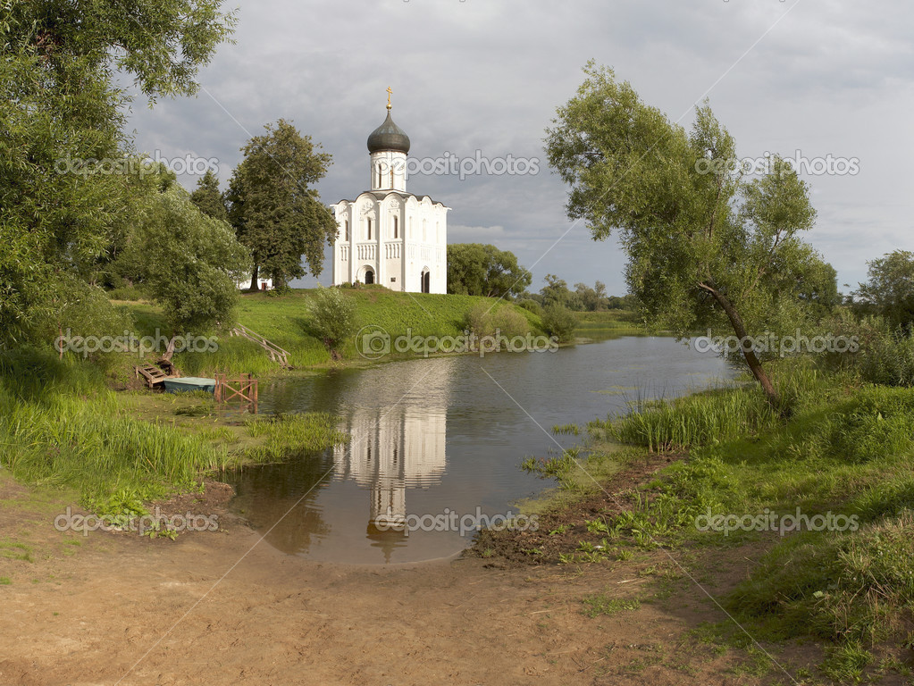 Church of Intercession upon Nerl River. (Bogolubovo, Vladimir region, Golden Ring of Russia) Inscribed in the Wold Heritage List of UNESCO — Stock Photo #1136664
