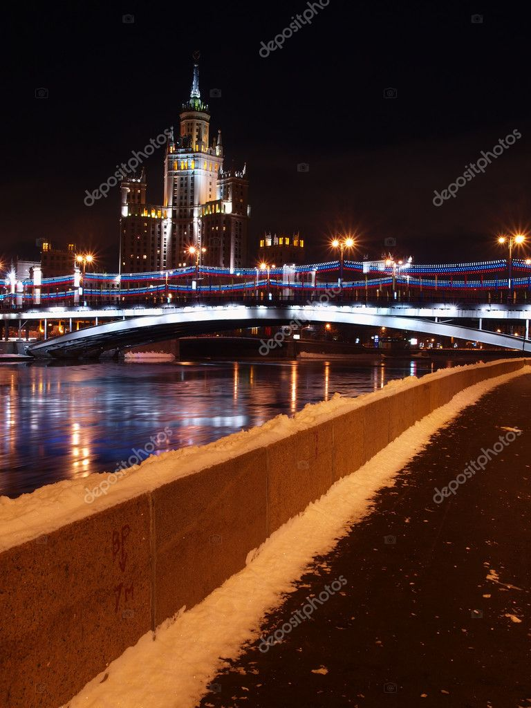 High building on Kotelnichesky quay. A kind at night. — Stock Photo #1516360