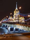 The new Arbat bridge and hotel Ukraine. — Stock Photo