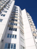 Apartment house against the sky — Stock Photo
