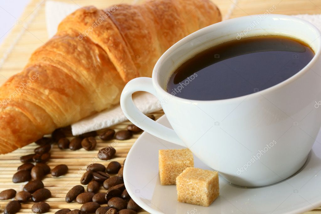 Breakfast with coffee and croissant — Stock Photo #1090872