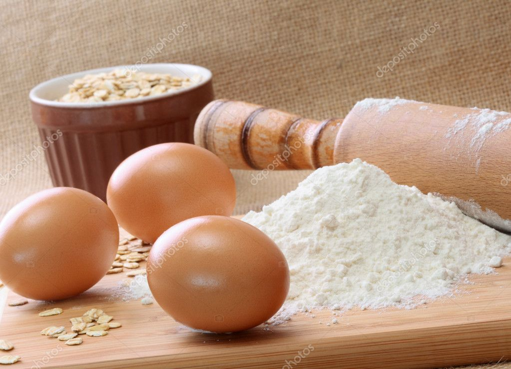 Baking Ingredients: eggs, rolling pin, flour, and oats  — Stock Photo #2630938