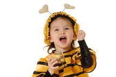 The little girl with a honey glas — Stock Photo