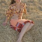 Girl on fresh hay — Stock Photo #1185189