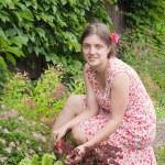 Woman in the yard gardening — Stock Photo