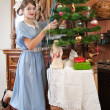 Girl decorating Christmas tree — Stok fotoğraf