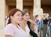 Tourists against Temple of Hatshepsut — Stock Photo