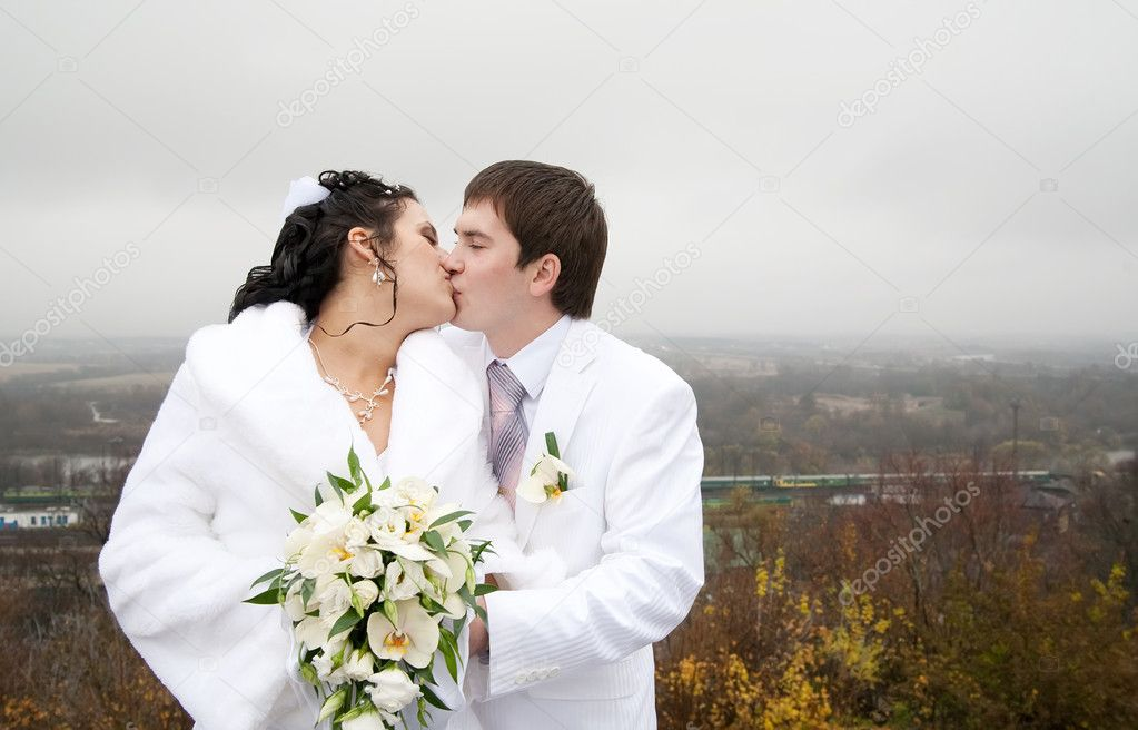 A couple on their wedding  is canoodleing — Stock Photo #2693840