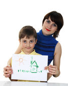 Mädchen mit einem jungen, hält ein Bild — Stockfoto