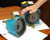 Engineer repairs device — Stock Photo