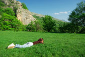 Girl resting on the meadow — Stockfoto