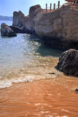 Stones on sea beach under blye sky — Stock Photo