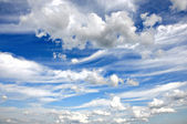 Cumulus clouds and a blue sky — Stock Photo