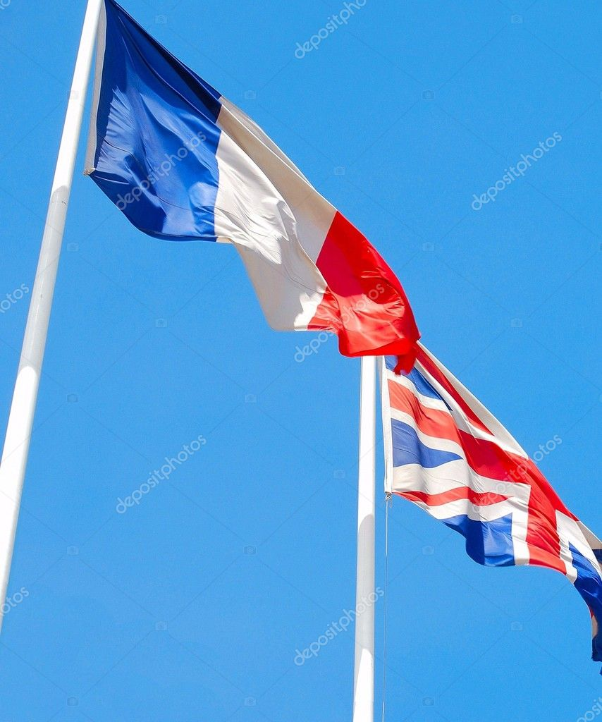 Flags of France and United Kingdom against blue sky.  — Stock Photo #1180526