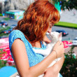 Woman hold a white kitten — Stock Photo
