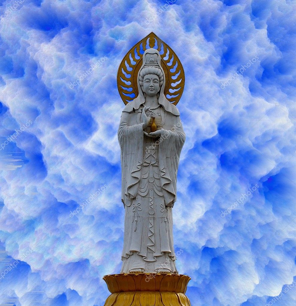 Statue of the Guanyin goddess (Guanshiyin or Avalokitesvara), Goddess of Mercy.  — Stock Photo #1703190