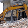 Old Bulldozer. Destroyed building. — 图库照片