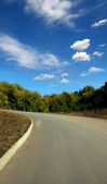 Curved road uphill — Stockfoto