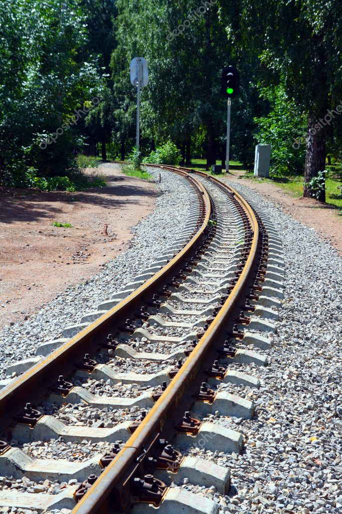 Narrow-gauge curve railway and semaphore — Stock Photo #1129699