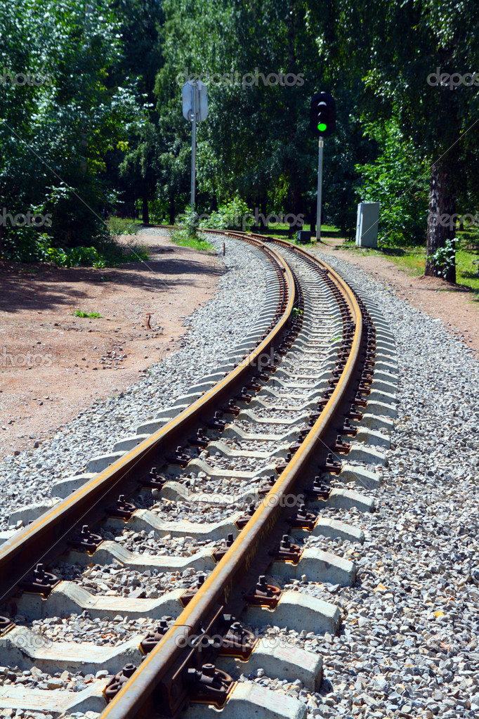Narrow-gauge curve railway and semaphore — Stockfoto #1129699