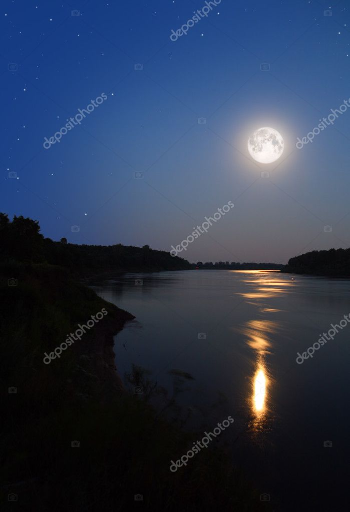 Night moon and moonbeam in river — Stock Photo #1593778