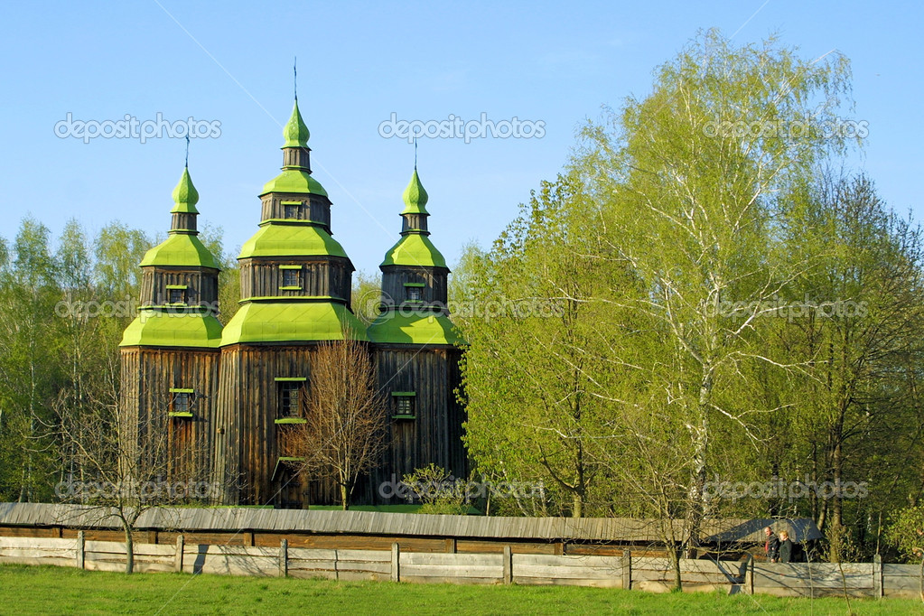 Old wooden church in Kyiv, Ukraine — Stock Photo #1119695