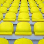 Gelbe leere Stadion Sitzplätze — Stockfoto